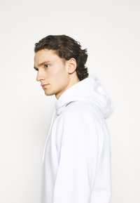 Tommy Jeans - STRAIGHT LOGO HOODIE - Mikina - white - 4
