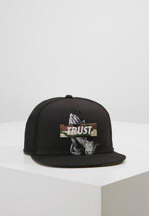 TRUST - Pet - black/woodland