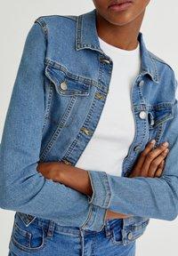 PULL&BEAR - Veste en jean - light blue - 4