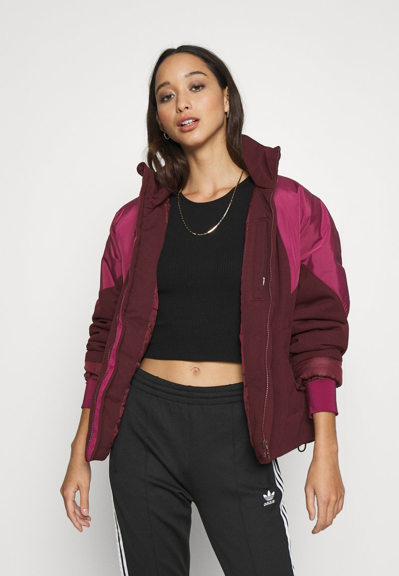 adidas Originals - SHORT PUFFER - Winter jacket - maroon/power berry