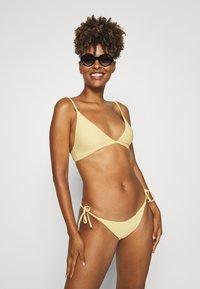Tommy Hilfiger - SOLIDS TRIANGLE FIXED - Bikini top - morning glow - 1