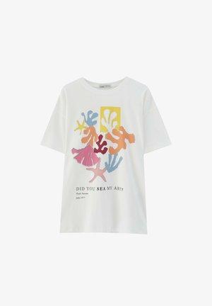 MIT BUNTEM ALGENMOTIV UND RUNDAUSSCHNITT. - T-shirts print - off-white