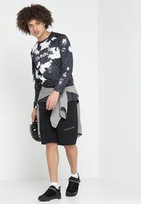 Dakine - DROPOUT SHORT - Sports shorts - black - 1