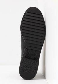 Clarks - GRIFFIN PLAZA - Korte laarzen - black - 6