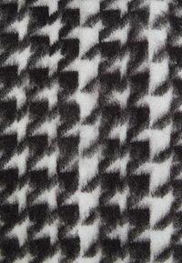 NA-KD - HOUNDSTOOTH SHORT BALLOON SLEEVE SWEATER - T-shirt imprimé - black/white - 2