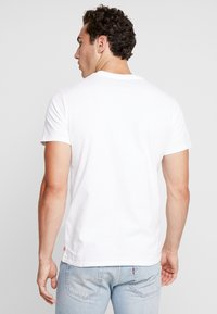 Levi's® - 2 HORSE GRAPHIC TEE - Print T-shirt -  white - 2