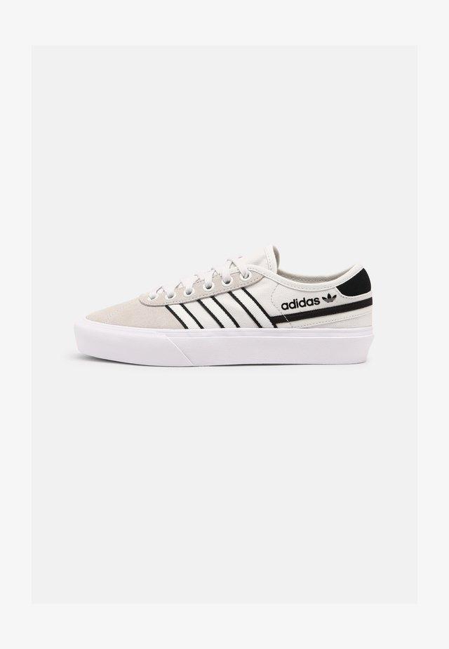 DELPALA UNISEX - Sneakersy niskie - black/white