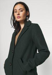 ONLY - ONLVERONICA COAT - Klasický kabát - scarab - 3