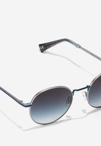 Hawkers - MOMA - Solglasögon - blue - 5