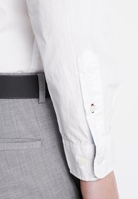 Selected Homme - SLHSLIMMARK WASHED - Camicia elegante - bright white - 5