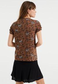 WE Fashion - Print T-shirt - brown - 2