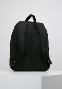 Vans - OLD SKOOL PLUS BACKPACK - Reppu - black - 2