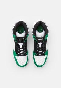 Puma - REBOUND LAYUP UNISEX - Sneakers hoog - black/white/green - 3