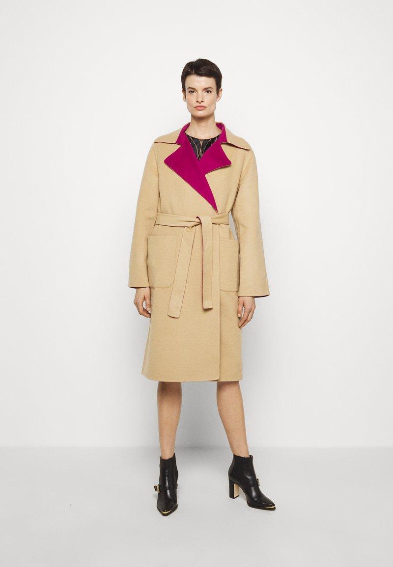 Alberta Ferretti - Klasický kabát - pink/beige