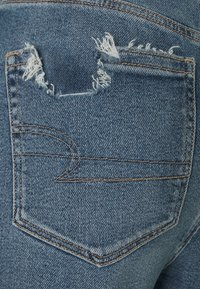 American Eagle - HIGHEST RISE MOM  - Slim fit jeans - destroy your blues - 2