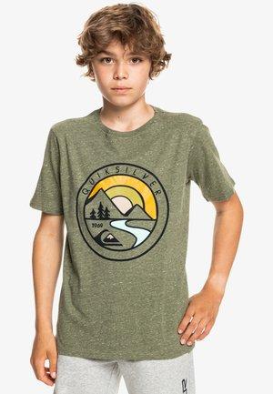 MOUNTAIN VIEW  - Print T-shirt - four leaf clover heather