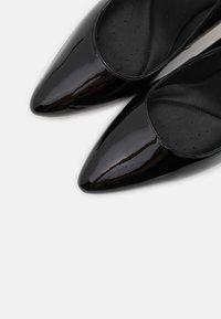 Clarks - LAINA RAE  - Lodičky na vysokém podpatku - black - 5