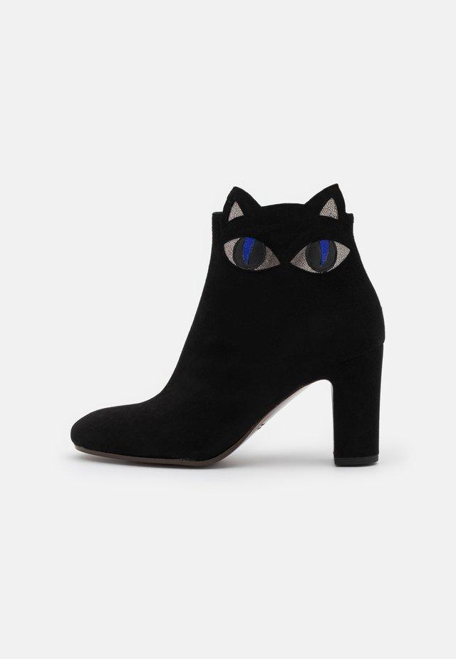 WAT - Korte laarzen - black