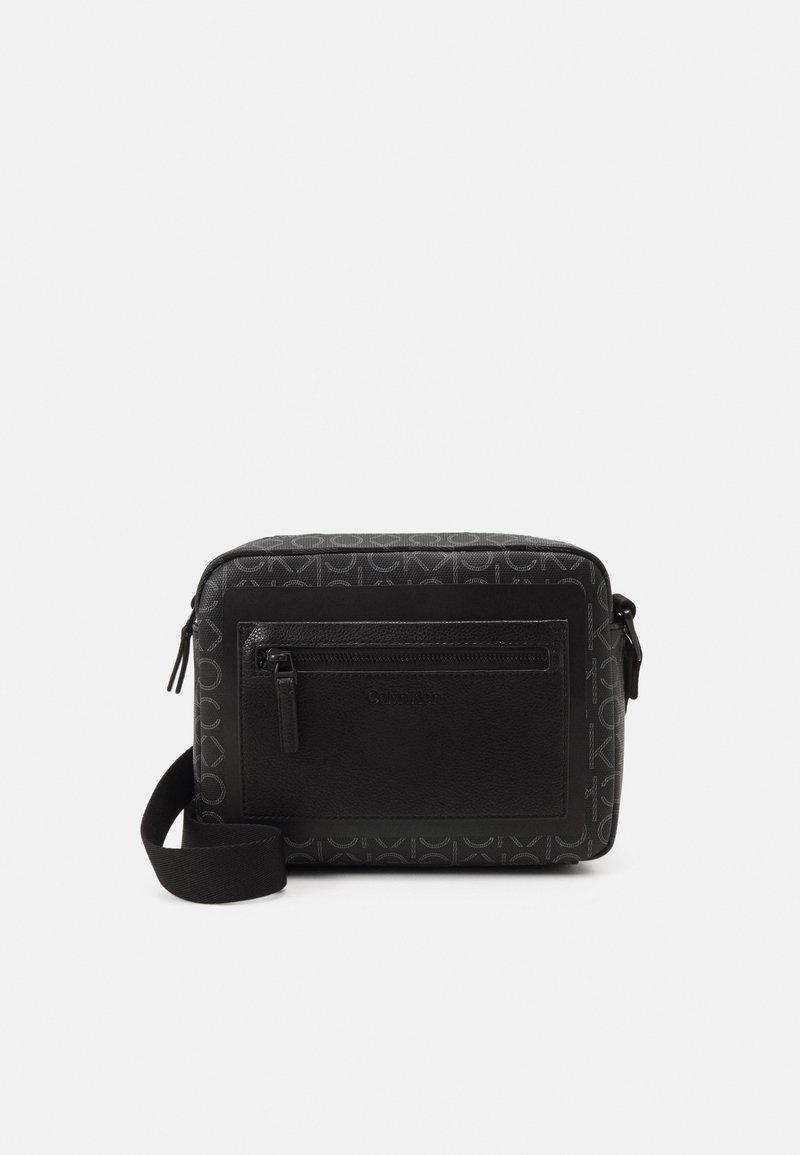 Calvin Klein - CAMERA BAG MONO UNISEX - Across body bag - black