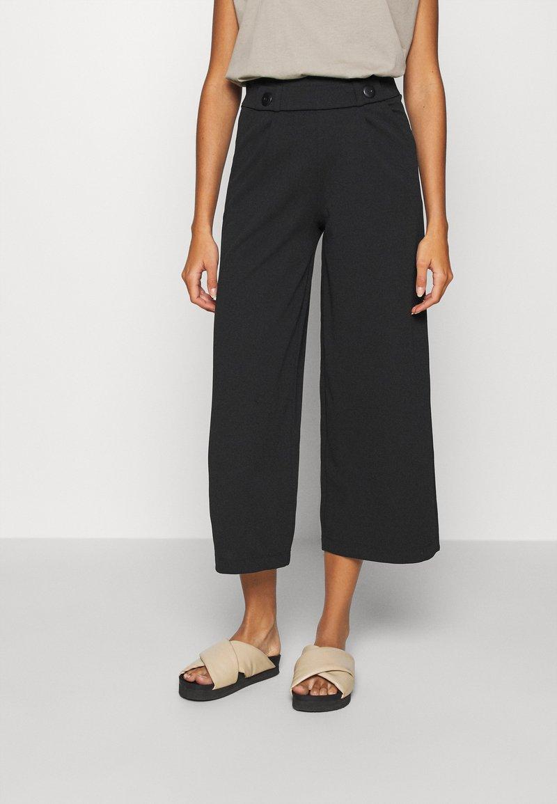 JDY - JDYGEGGO NEW ANCLE PANTS - Pantaloni - black