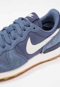 Nike Sportswear - INTERNATIONALIST - Trainers - diffused blue/summit white/neutral indigo/sail/light brown - 5