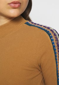 Free People - SWITCH IT UP THERMAL - Jumper - sienna - 5