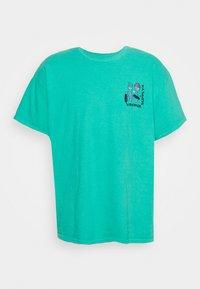 OVERDYE BRANDED TEE - T-shirt med print - green