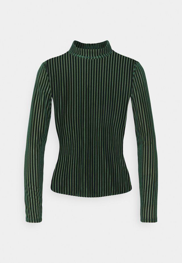 PIRA - Long sleeved top - green from last year