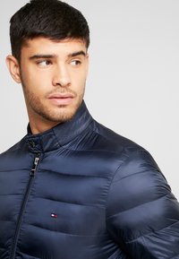 Tommy Hilfiger - ARLOS BOMBER - Light jacket - blue - 3