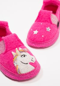 Nanga - UNICORN - Slippers - himbeere - 6