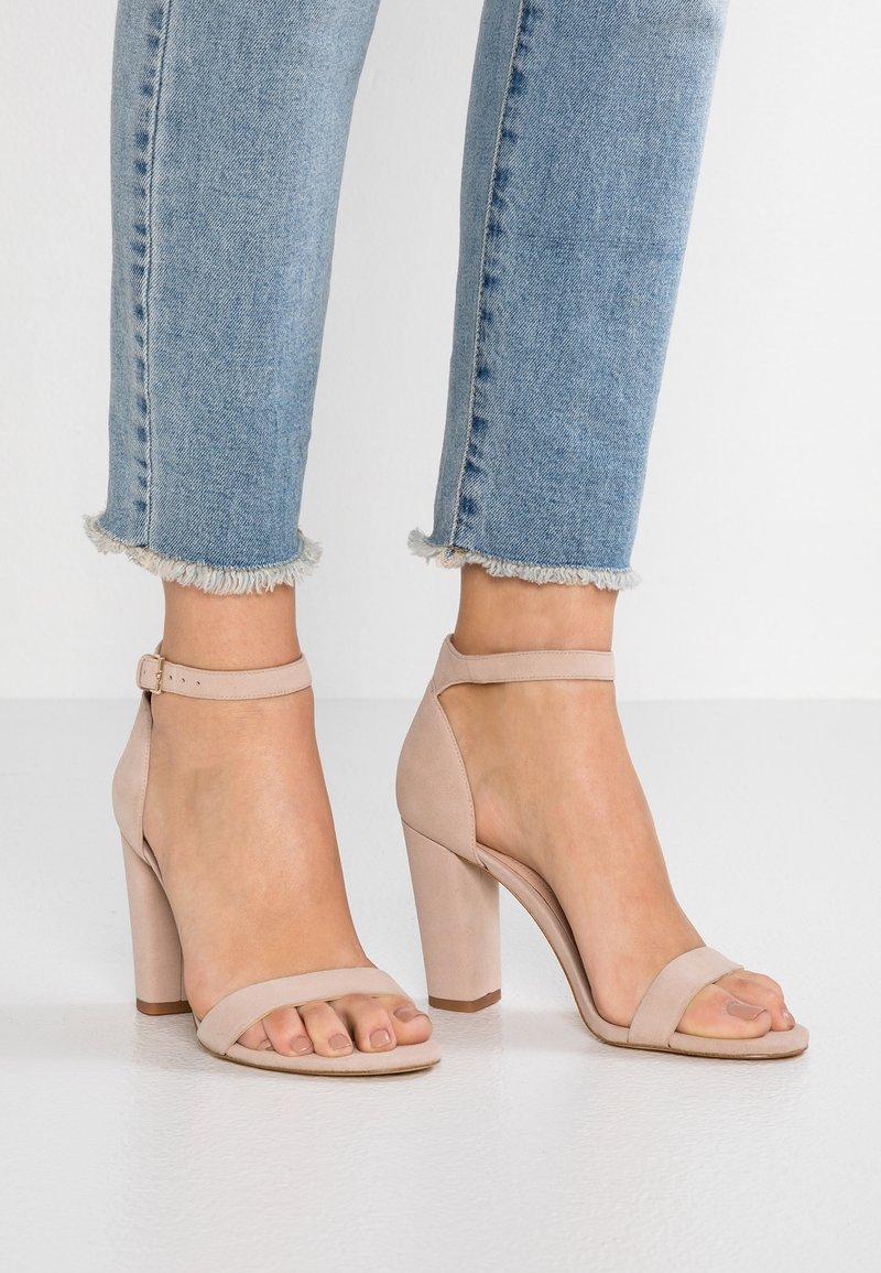 ALDO - JERAYCLYA - Sandaler med høye hæler - bone