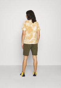 Ellesse - SILVAN - Pantalon de survêtement - khaki - 2