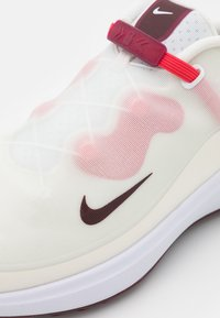 Nike Golf - REACT ACE TOUR - Golf shoes - sail/dark beetroot/fusion red/white - 5