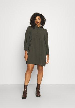 VMSAGA PLEAT SHORT DRESS  - Shirt dress - peat
