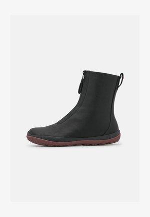 PEU PISTA GM - Kotníkové boty - black