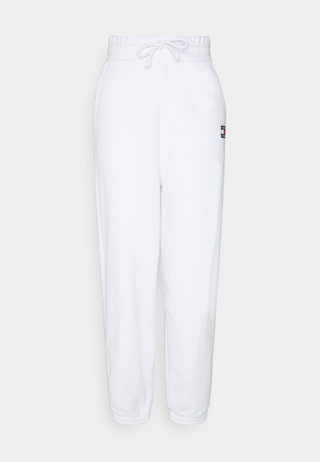 RELAXED BADGE PANT - Tracksuit bottoms - white