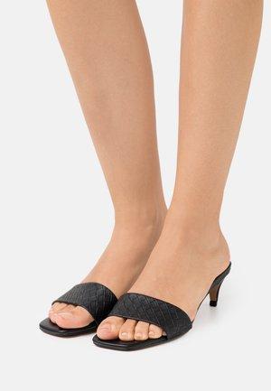 AABELLA - Pantolette hoch - black