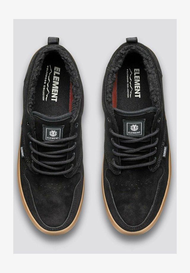 Sneakers laag - black gum