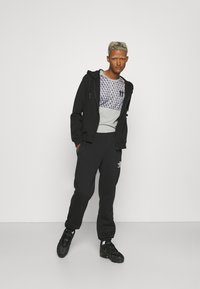 11 DEGREES - MIXED FABRIC CUT AND SEW - Triko spotiskem - silver - 1