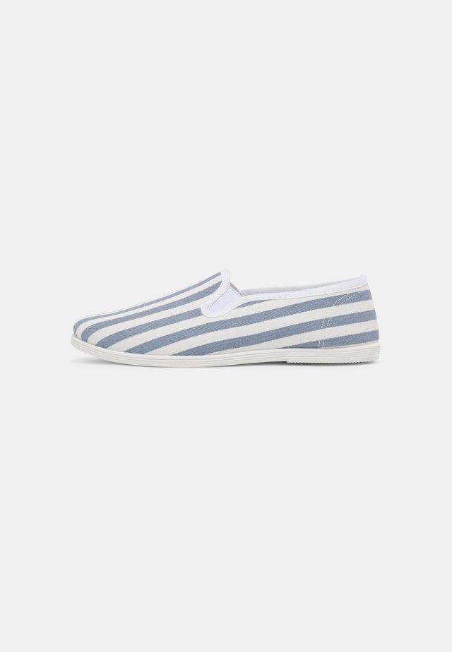 Slip-ons - white/blue