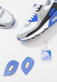 Nike Sportswear - AIR MAX 90 - Sneakers laag - white/particle grey/light smoke grey/black/hyper royal - 5