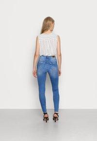 ONLY - ONLPAOLA HIGHWAIST - Jeans Skinny Fit - light blue denim - 2