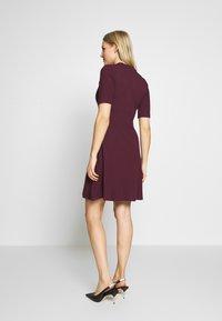 Anna Field - BASIC - Žerzejové šaty - winetasting - 2