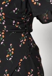 Fashion Union Plus - FLORAL WRAP FRONT MIDI DRESS - Denní šaty - black - 5