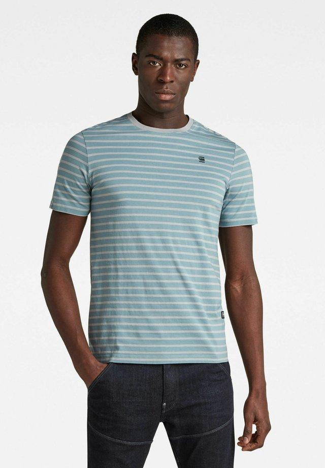 T-shirt con stampa - light bright nickel/correct grey stripe
