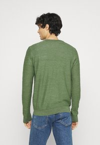 Selected Homme - SLHBUDDY CREW NECK - Maglione - vineyard green - 2