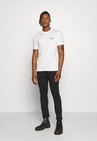 Emporio Armani - T-shirt basic - white - 1