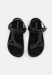 Emmshu - KYRA - Sandalen met plateauzool - black - 5