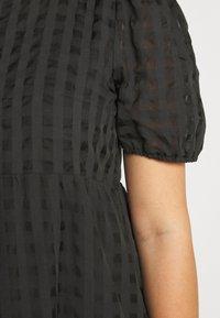 Glamorous Curve - TONAL CHECK TIERED DRESS - Denní šaty - black - 6