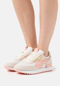 Puma - FUTURE RIDER CHROME - Trainers - eggnog/apricot blush/shifting sand - 0